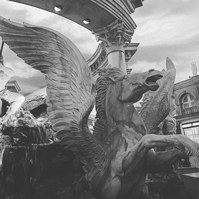 La única foto que publicó El Potrillo de su viaje, fue una foto en el Mirage.