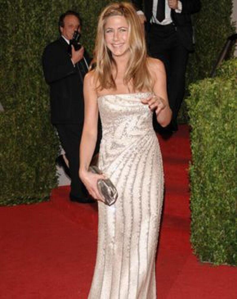 Jennifer usó un vestido Valentino que la hizo ver más joven.