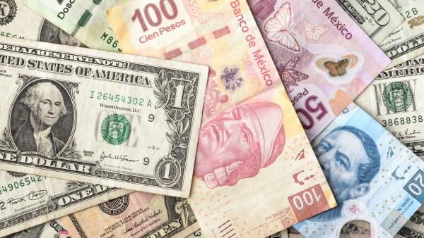 Menos pesos por dólar.