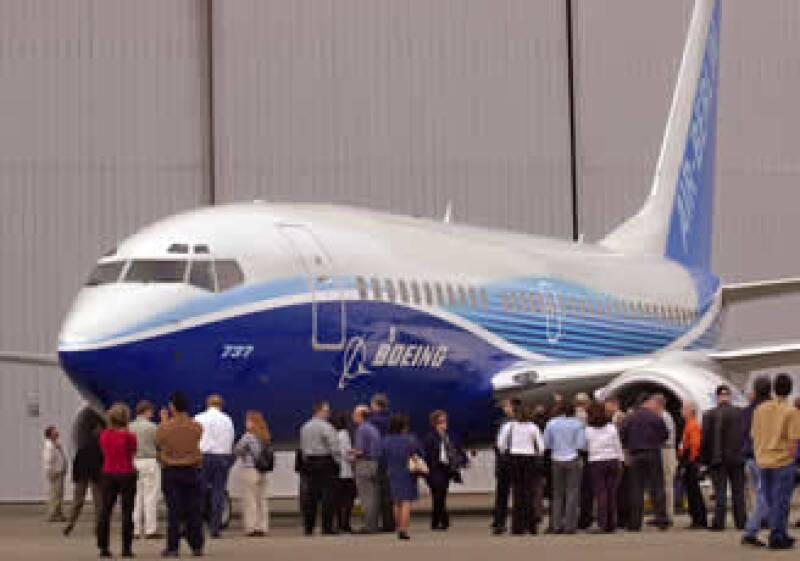Boeing mantiene su meta de entregar el primer avión de doble pasillo 787 Dreamliner en el tercer trimestre de este año. (Foto: AP)