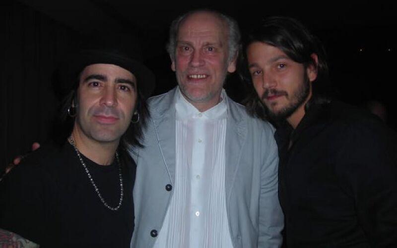 Los actores y John Malkovich festejaron con el músico después de su presentación en Guadalajara.