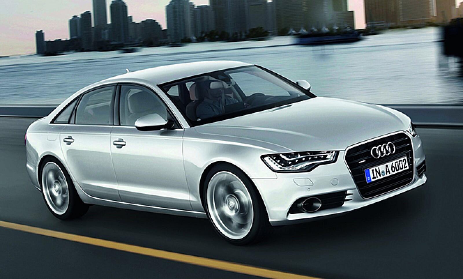 Audi presentó su nuevo modelo A6 a la venta desde el primer trimestre de 2011, que enfrentará a los renovados BMW Serie 5 y Mercedes-Benz Clase E.
