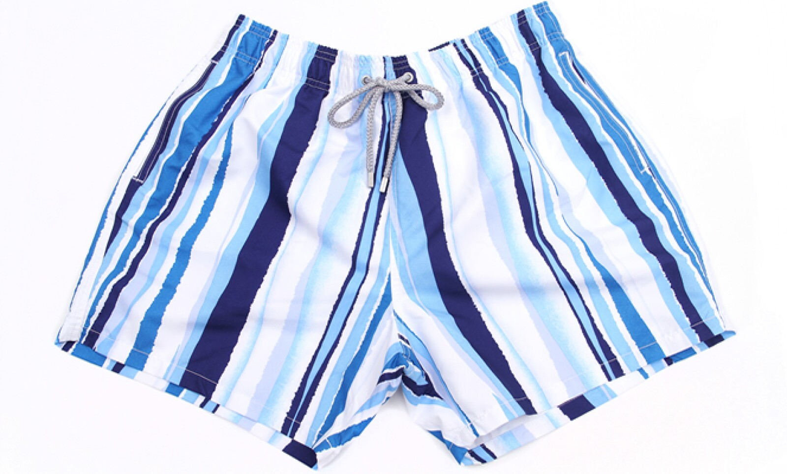 Bugatchi Uomo presentó su colección primavera-verano 2013.  Los trajes de baño en rayas y colores encendidos son una gran opción.