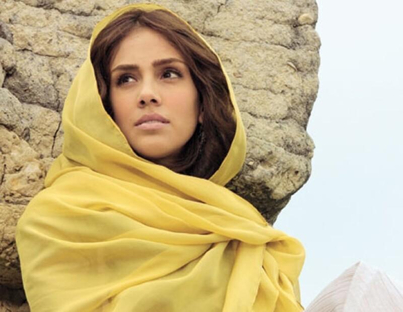 Sandra Echeverría se considera fan de Marruecos. En esta imagen durante una sesión fotográfica de la telenovela que la llevó hasta aquél país, El Clon.