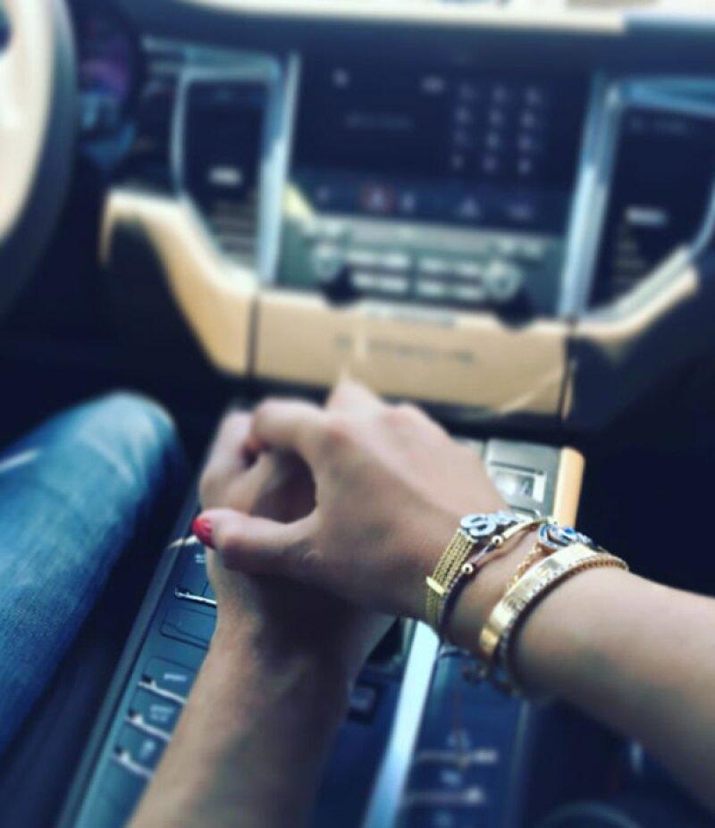 El actor publicó una foto de los dos agarrados de la mano.