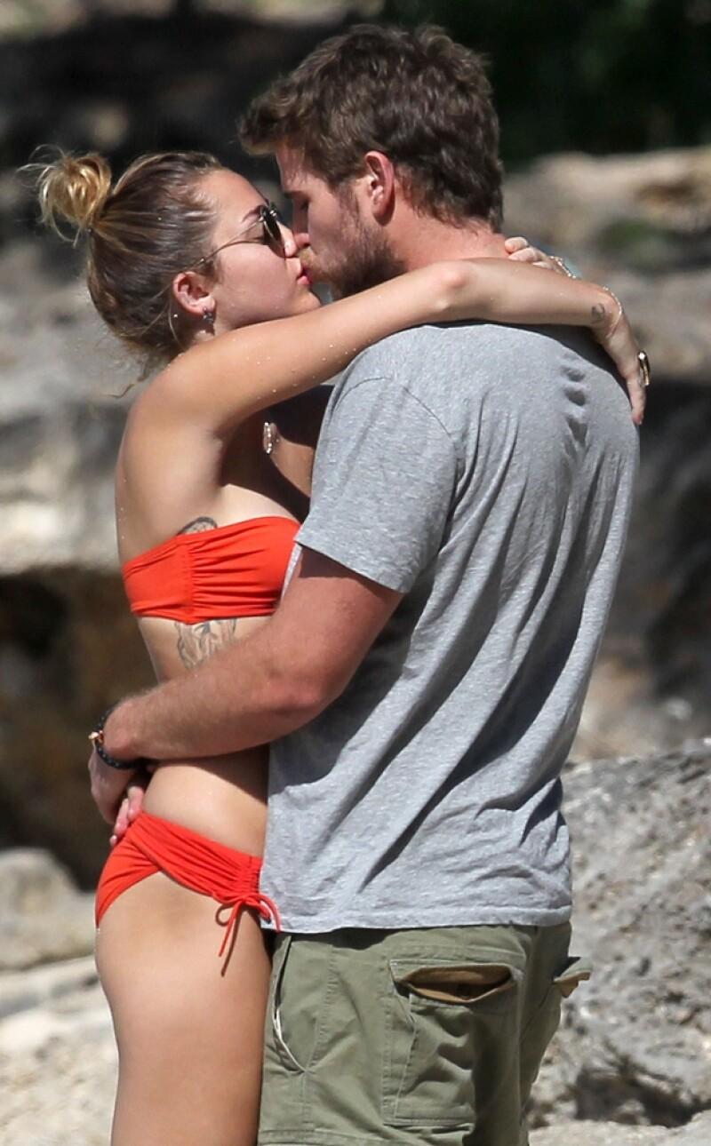 La estrella juvenil fue vista de lo más cariñosa con su pareja durante unos merecidos días de vacaciones en Hawai.