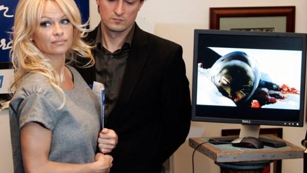 La ex conejita de Playboy y defensora de los animales considera que la cacería de estos animales es una `vergüenza para Canadá´.