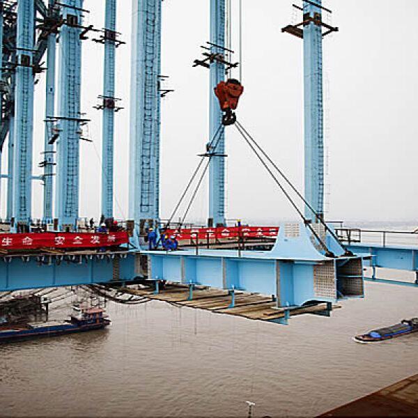 """Los puentes, vías y el concreto usado en la preparación del proyecto del tren untrarápido podrían utilizarse para construir 120 copias del estadio olímpico """"Nido de Pájaro"""" de la ciudad de Beijing."""