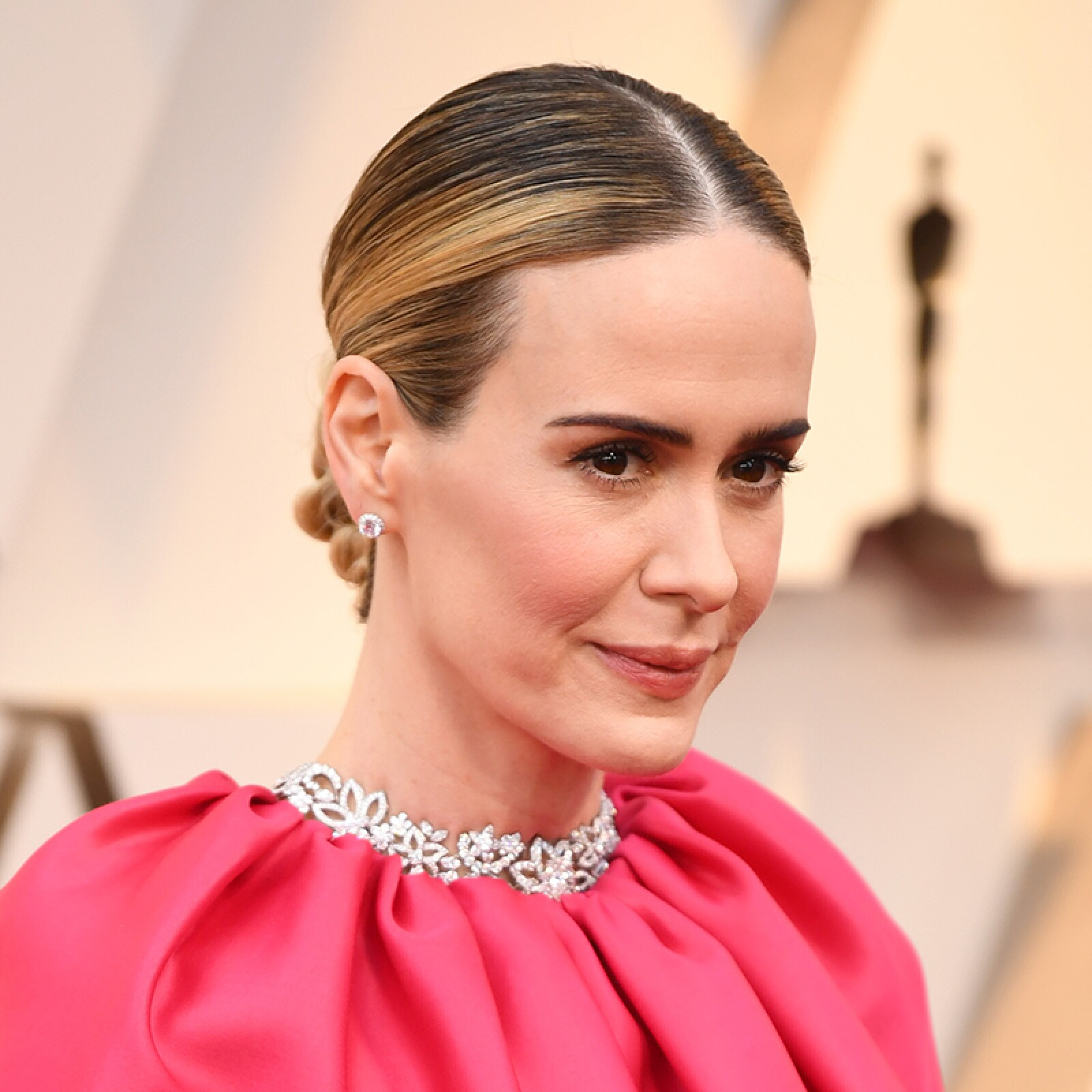 oscares-oscar-hair-looks-alfombra-roja-academy-awards-Sarah-Paulson