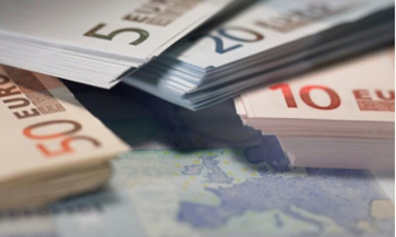 Este lunes el euro cayó desde un máximo de un mes frente al dólar. (Foto: Thinkstock)