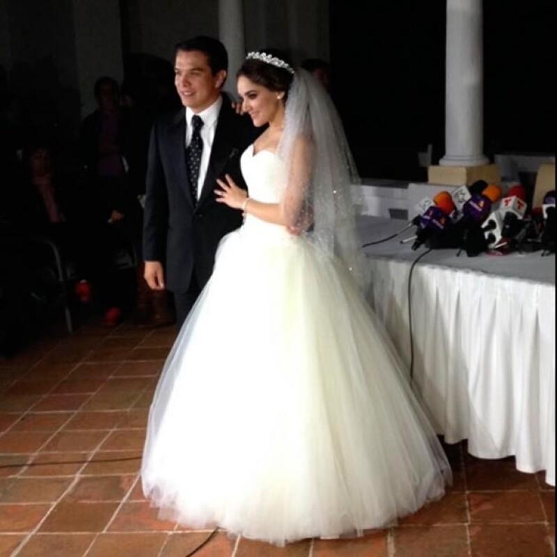 La pareja explicó en conferencia de prensa que donarán los recursos obtenidos por la venta del enlace.