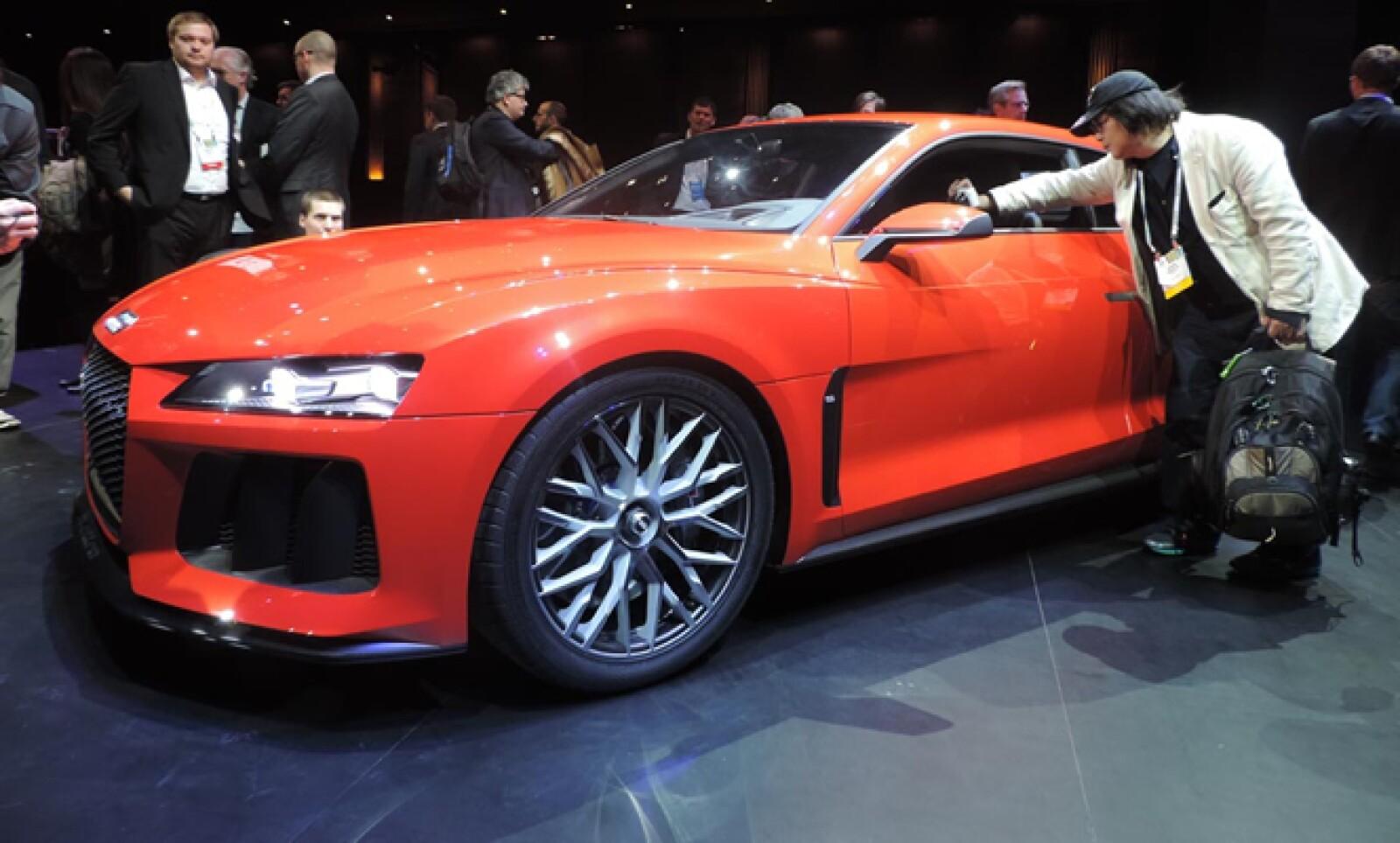 El vehículo está equipado con un sistema de autoconducción A7 y navegación, lo que lo coloca en el podio de los automóviles inteligentes.
