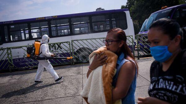 Sanitización en inmediaciones del Metro Chapultepec