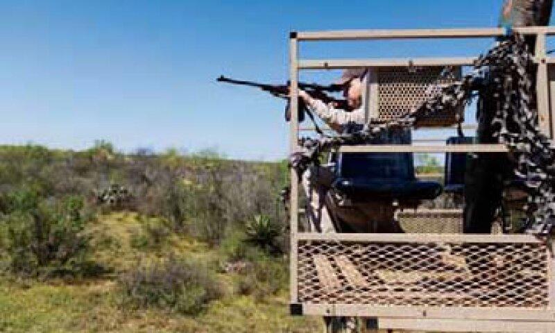 Sólo los afiliados a un club de cazadores pueden registrar sus armas, pero los aficionados pueden rentarlas en los ranchos cinegéticos. (Foto: Jesús Almazán / Expansión)