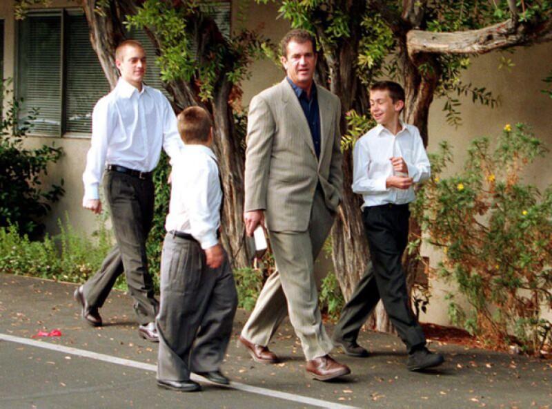 Mel Gibson con tres de sus ocho hijos.