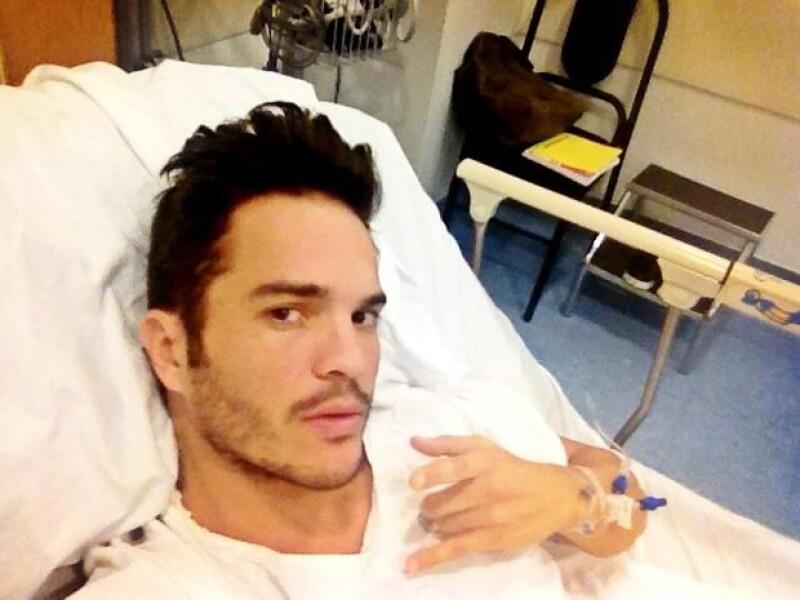 El director de cine dio detalle de su experiencia en urgencias debido a una fuerte infección en el estómago que lo dejó hospitalizado ayer por la tarde y en plena semana de estreno de su película.