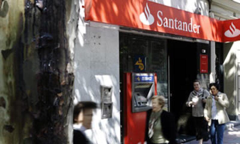 Con poca de liquidez en el mercado interbancario de Europa y con escasas oportunidades para emitir bonos cubiertos algunos bancos españoles han acudido al Banco Central Europeo por créditos de corto plazo. (Foto: AP)