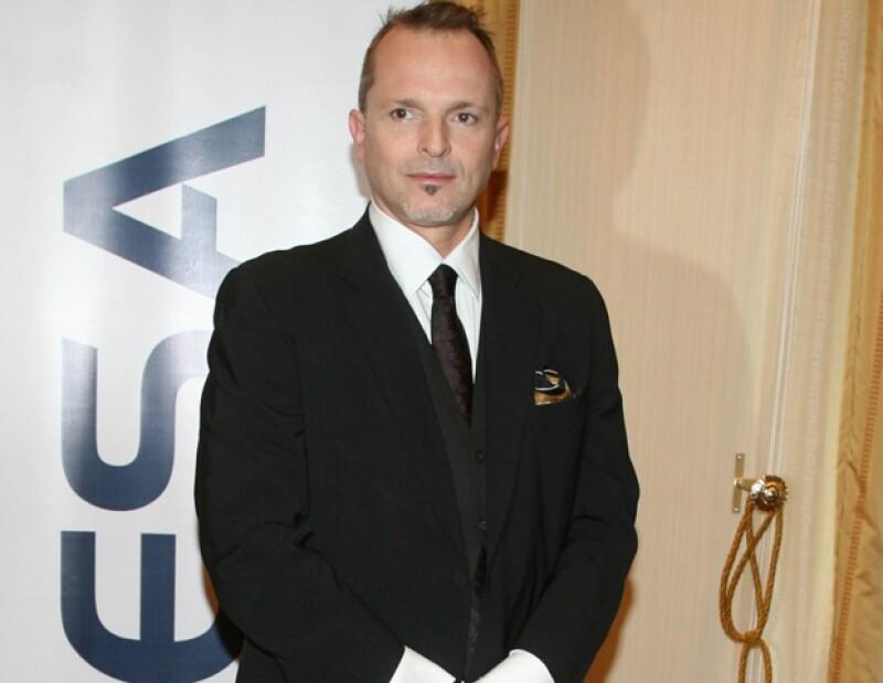 Un diario nacional ha confirmado que el intérprete español será parte del grupo de coaches de la segunda temporada de este reality show producido por Televisa.