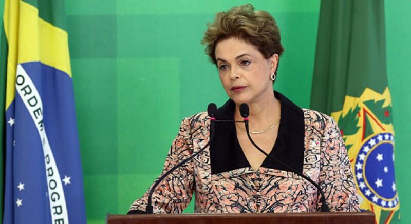 La decisión termina con más de 13 años de gobierno del izquierdista Partido de los Trabajadores; Rousseff es el primer jefe del gobierno brasileño suspendido de su cargo en más de 20 años.