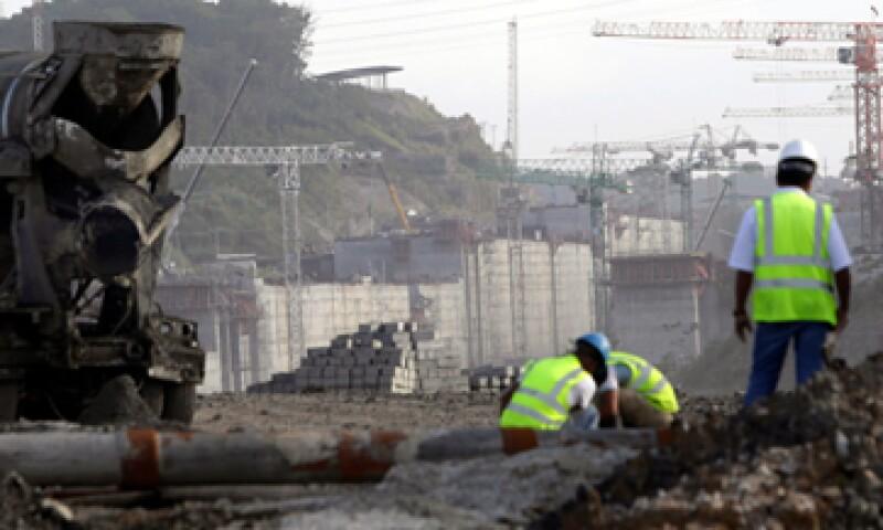 Otra opción que se maneja en las negociaciones es una nueva financiación por parte de la ACP por 500 mdd como adelanto. (Foto: Reuters)
