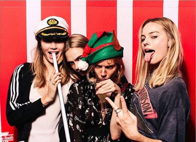 Sombreros de elfo, lentes graciosos y mucho, mucho vodka fue uno de los atractivos de la fiesta.