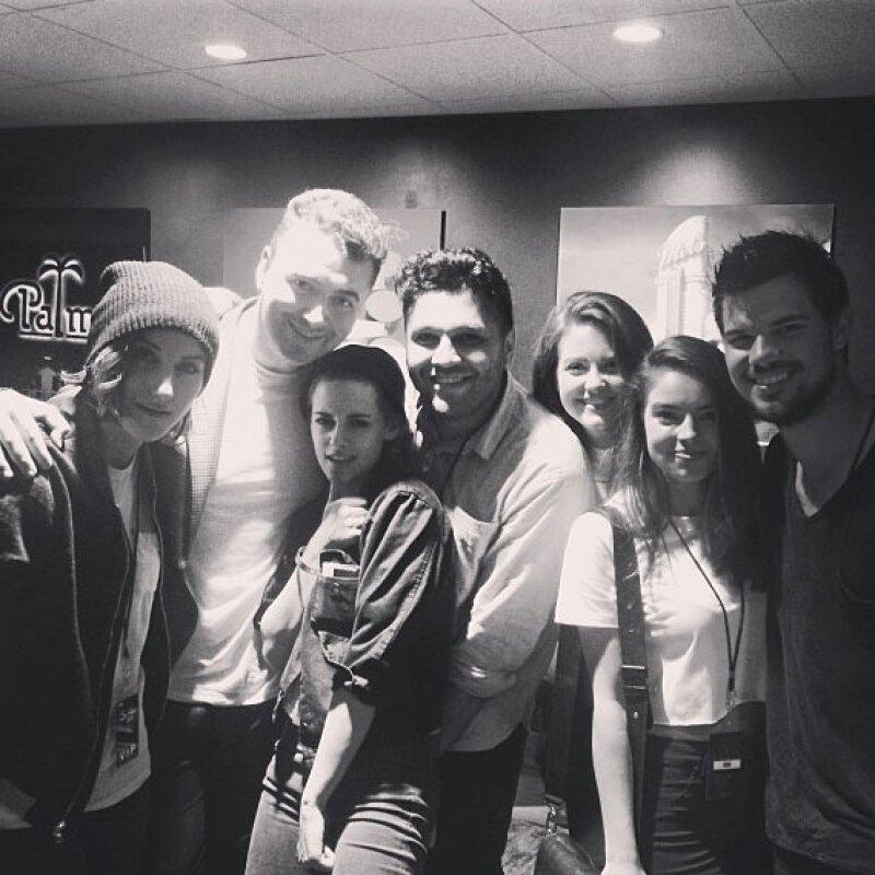 Los actores pasaron tiempo con el cantante después del concierto.