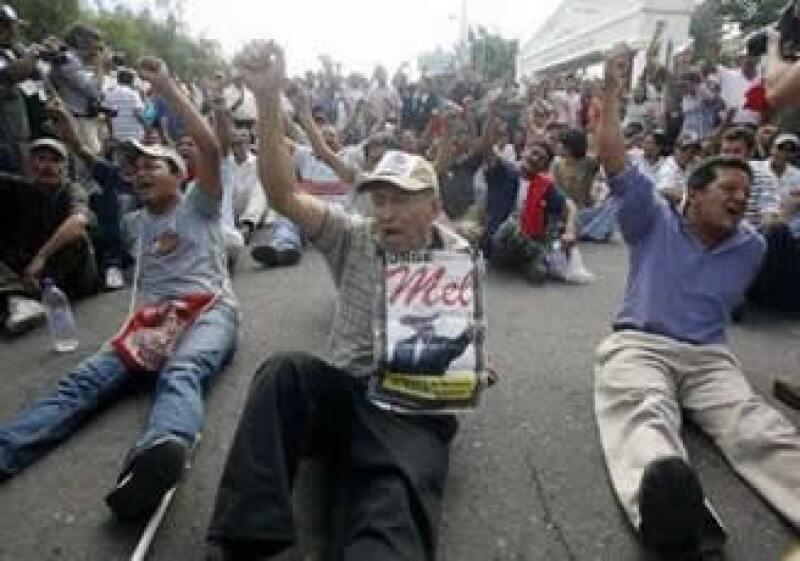 El lunes se registraron nuevas protestas a favor del presidente depuesto. (Foto: Reuters)