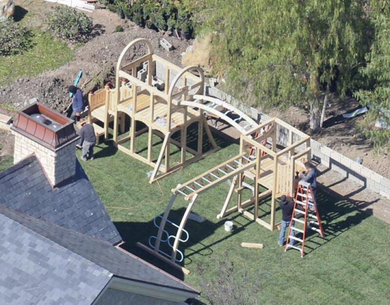 A propósito del playground que Kim y Kanye West están construyendo a North en su mansión, recordamos otros regalos exageradamente lujosos que los famosos han dado a sus hijos.