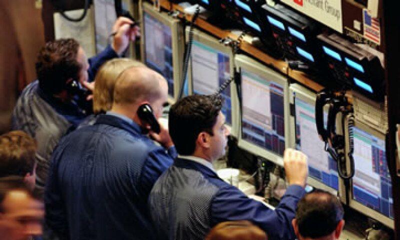 El Dow Jones bajaba 0.26% en la Bolsa de Nueva York. (Foto: iStock by Getty Images)