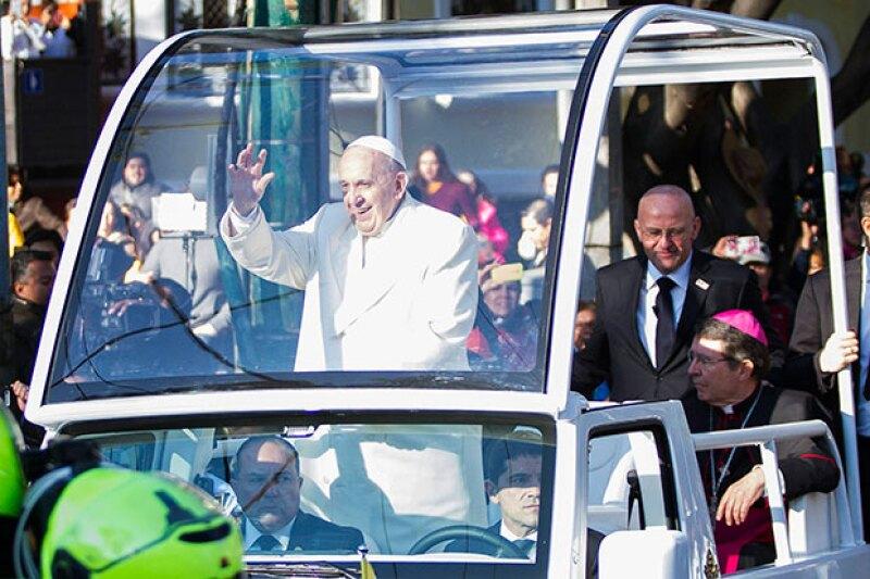 El jerarca católico se reunirá con funcionarios y legisladores en su primer día de actividades; por la tarde, oficiará una misa en la Basílica de Guadalupe.