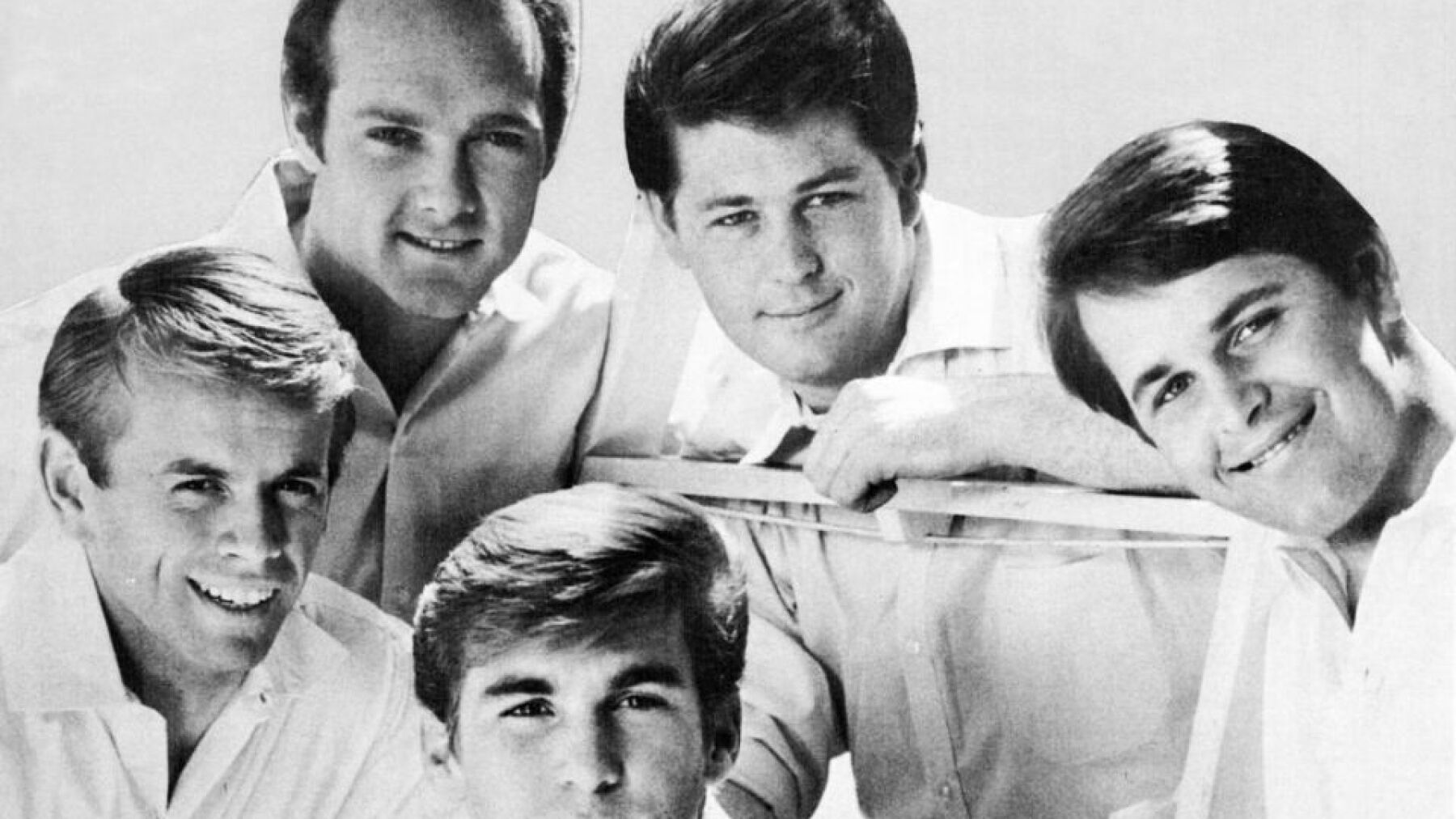 """With A Little Help From My Friends"" - Beach Boys: Los Beach Boys + la música de The Beatles... ¿necesitamos decir más?"