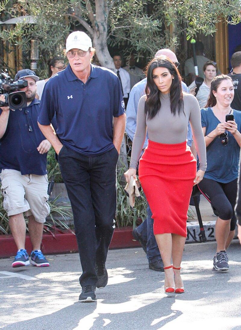 La revelación de la nueva imagen de Bruce Jenner y su consencuente fama podría opacar la popularidad y disminuir los ingresos de las hermanas Kardashian.