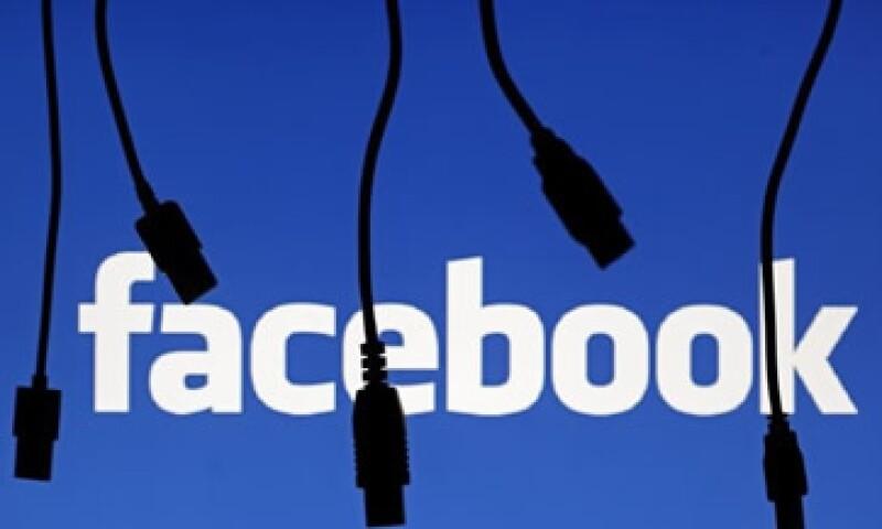La red social pagó 4,590 mdd en efectivo y 178 millones de sus acciones por WhatsApp. (Foto: Reuters)