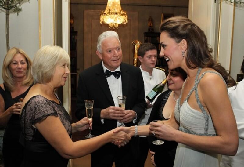 Kate saludó a cada uno de los presentes.