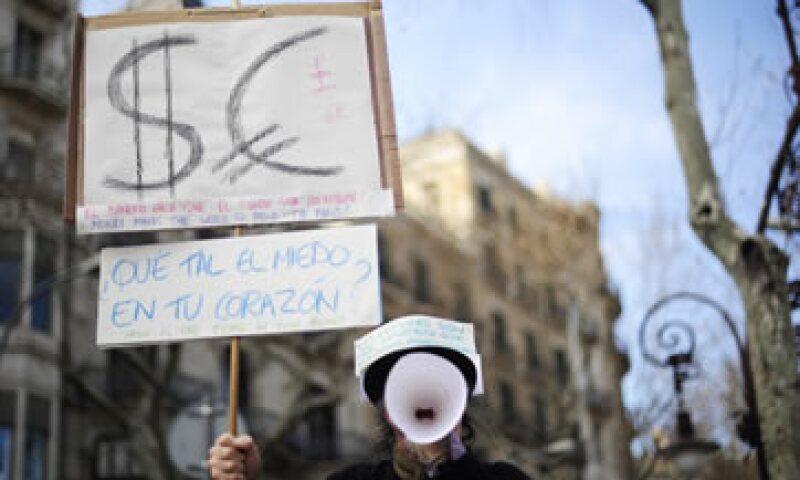 Este domingo nuevamente miles de españoles tomaron las calles para rechazar las reformas laborales implementadas por el Gobierno. (Foto: AP)