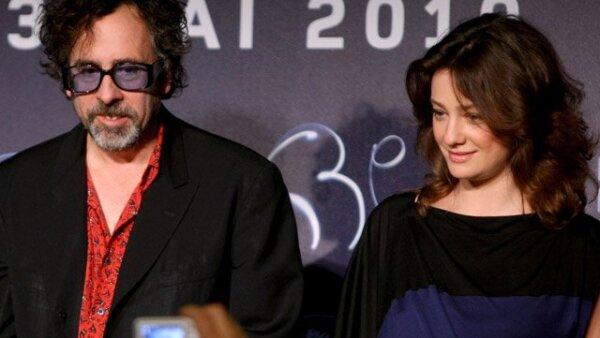 El director de cine Tim Burton asistió a la conferencia de prensa convocada para los miembros de jurado del festival. Aquí con la también actriz Giovanna Mezzogiorno.