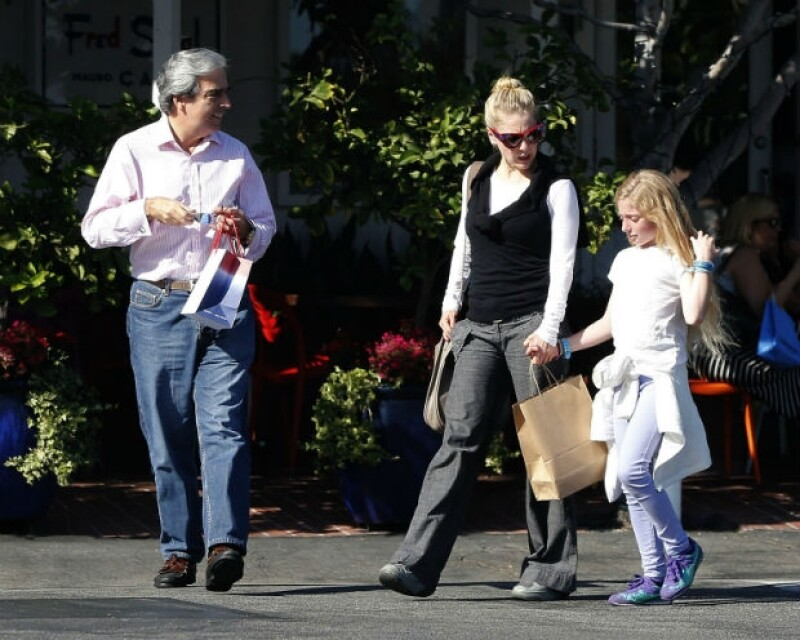 La hija de la actriz y Santiago Creel cumplió 10 años en agosto; en su más reciente viaje familiar a Los Angeles, es notable que la niña está creciendo muy rápido.