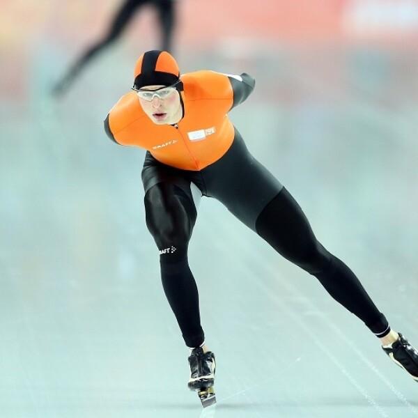 El ganador de la medalla de oro, de los 5,000 metros de patinaje de velocidad masculino