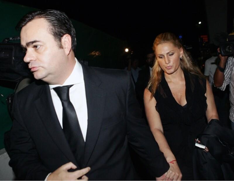 La intérprete arribó en un vuelo privado al aeropuerto de Toluca acompañada de su esposo, el magnate Tommy Mottola.