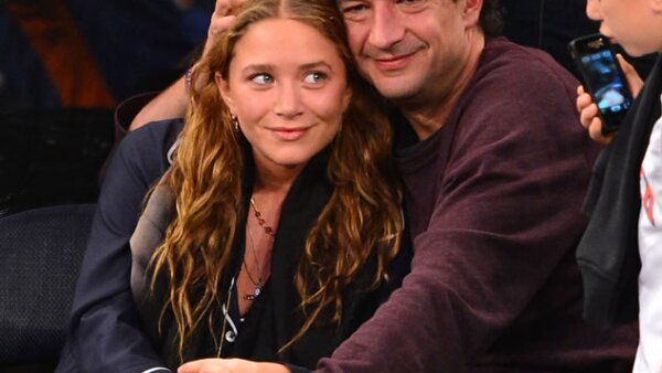 Otro caso: Mary Kate Olsen y Olivier Sarkozy. Ella tiene 26 años y el hermano del ex presidente francés 43. Hace poco se dijo que pronto podrían casarse, ¿será?