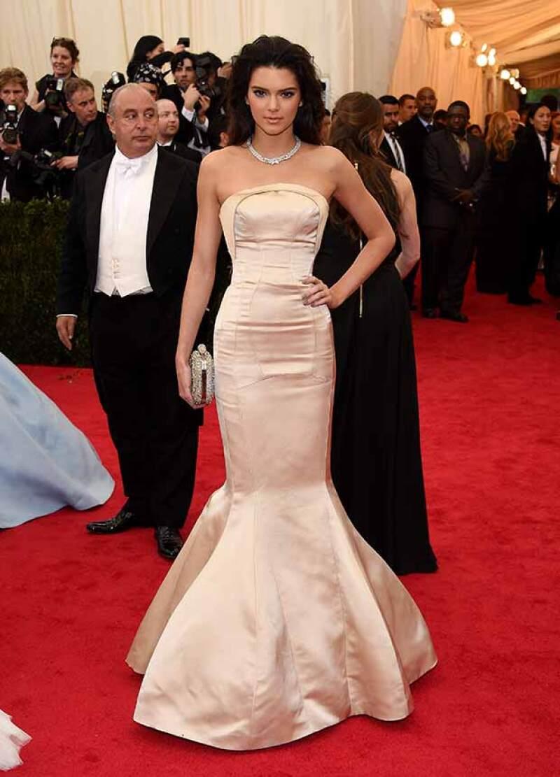 Kendall Jenner apostó por Top Shop en la Met Gala.