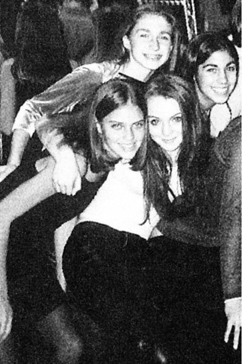 La actriz posaba súper feliz rodeada de sus mejores amigas.