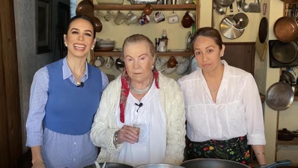 Biby Gaytán y su suegra Doña Mary