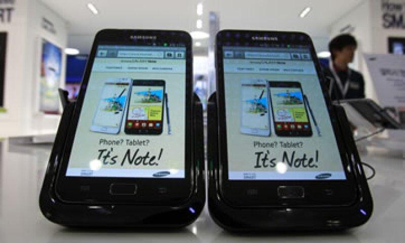 Apple dice que los productos se Samsung eran tan similares a los suyos que provocaban confusión en el mercado. (Foto: AP)
