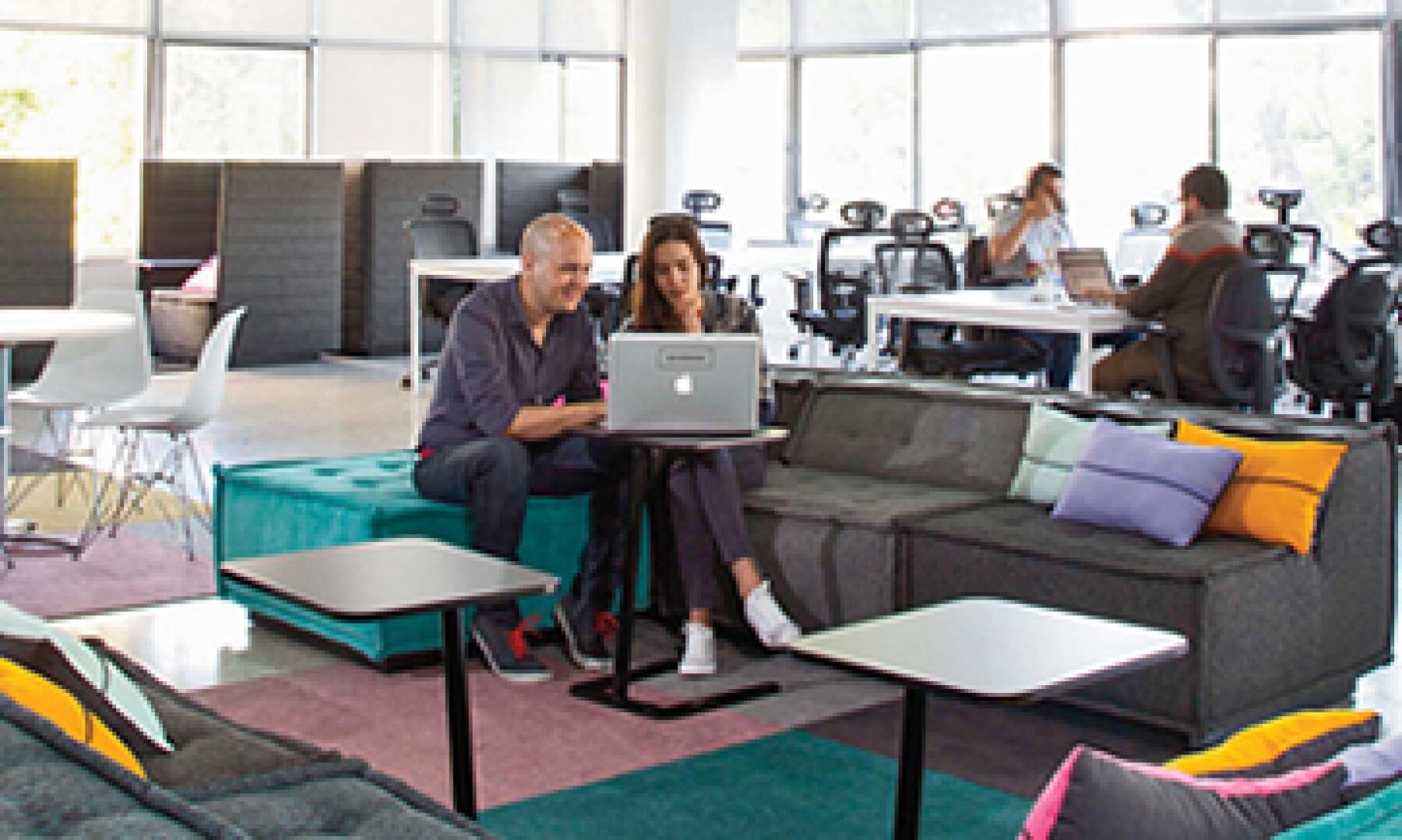 Es una planta con espacio para 40 personas, dos salas de juntas, cocina y biblioteca. (Foto: Simon Barber )