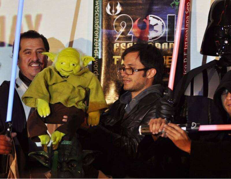 El actor mexicano fue el encargado de presentar en México un documental sobre la popular saga cinematográfica.