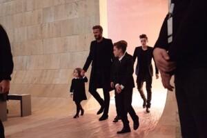 Toda la familia Beckham llegó al desfile de Victoria.