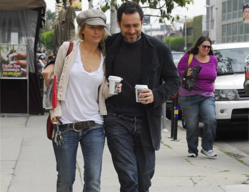 Demian siempre está acompañado por su novia, Sherk.
