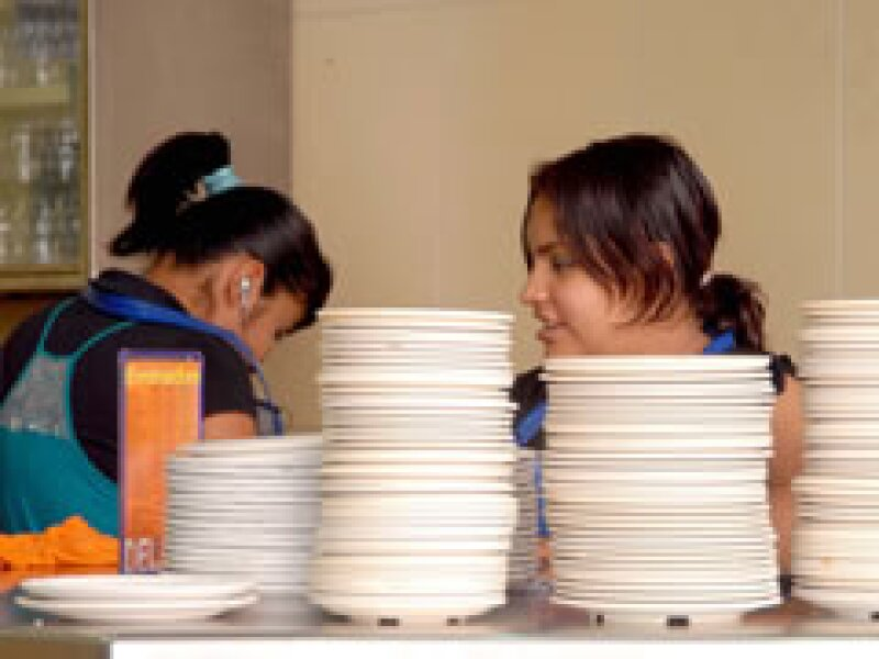 Los restaurantes del DF podrán reiniciar operaciones este miércoles. (Foto: NTX)