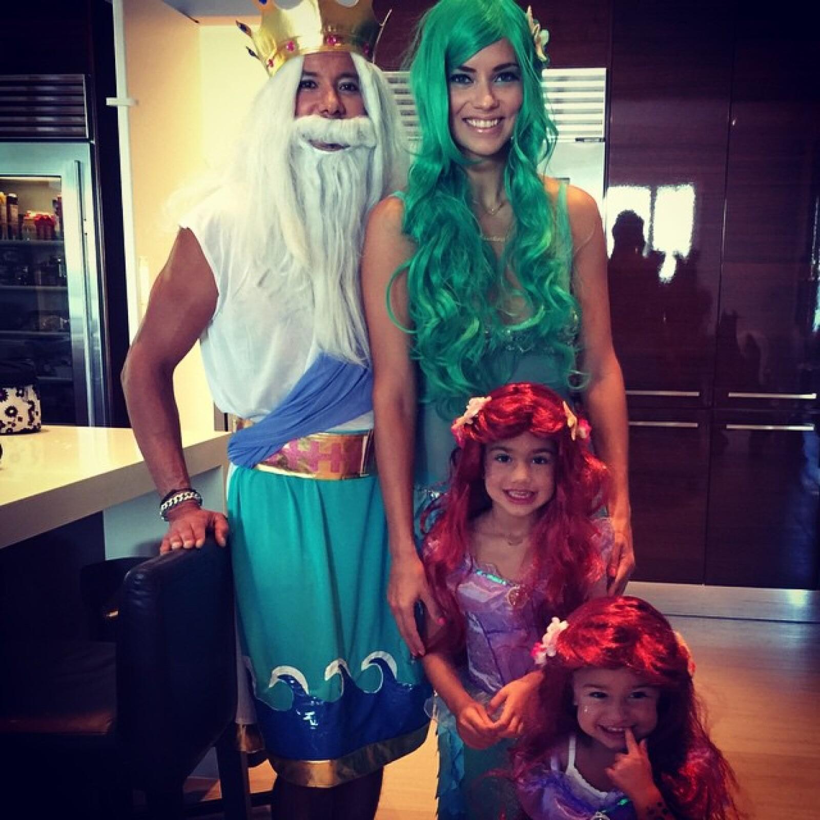 Así se disfrazó Adriana Lima con su familia.